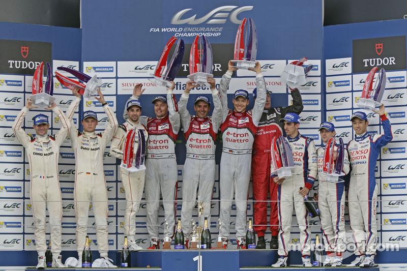 LMP1 Podium: peringkat kedua Romain Dumas, Neel Jani, Marc Lieb, danJuara balapanBenoit Tréluyer, Marcel Fassler, Andre Lotterer, dan third place Sébastien Buemi, Anthony Davidson, Kazuki Nakajima