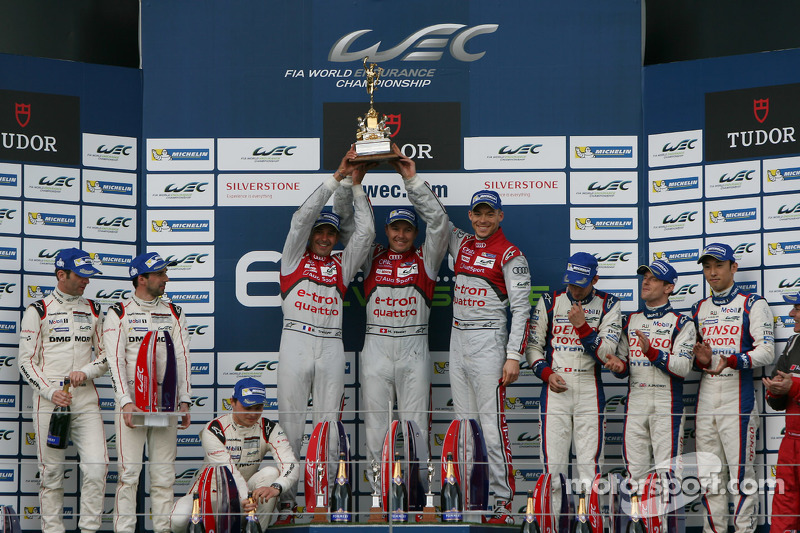 Podium: race winners Benoit Tréluyer, Marcel Fassler, Andre Lotterer, second place Romain Dumas, Nee