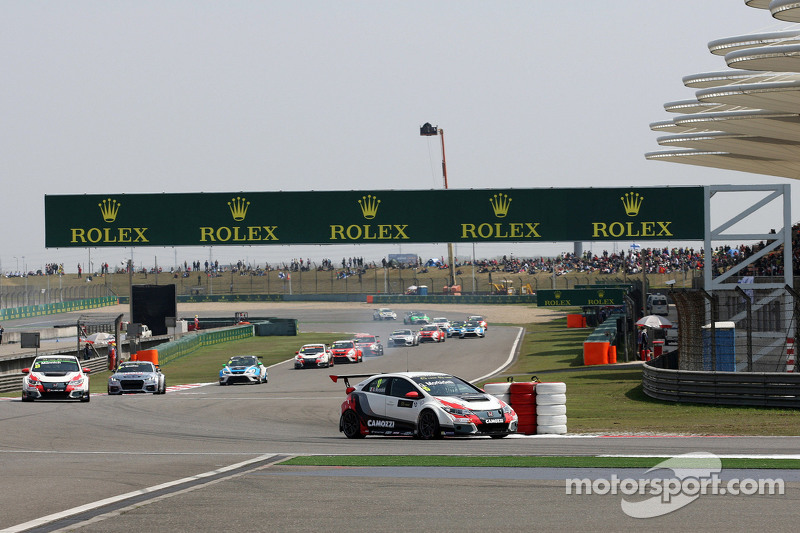 Gianni Morbidelli, Honda Civic TCR, West Coast Racing lead the group in the 1st lap