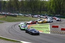 起步: #66 Rinaldi黑珍珠车队,法拉利 458 Italia: Steve Parrow, Pierre Kaffer leads