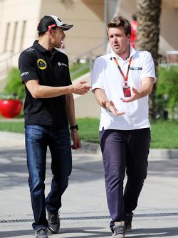 (Kiri ke Kanan): Pastor Maldonado, Lotus F1 Team dengan Davide Valsecchi