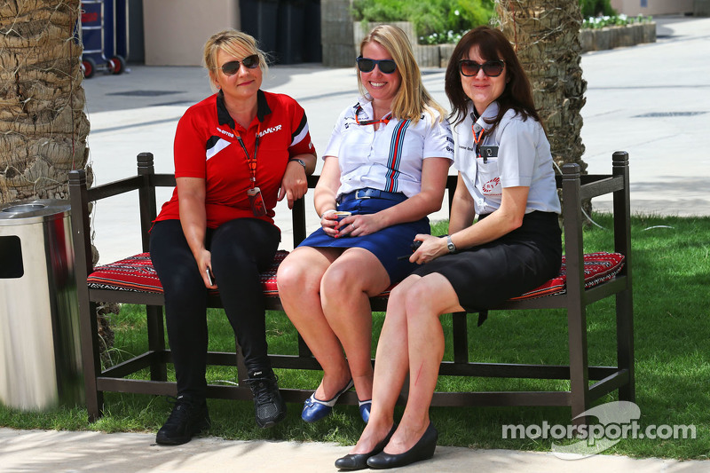 Tracy Novak Manor F1 Team PR & Communications Director dengan Sophie Eden Williams Press Officer dan Joanne Revill F1 Communications.