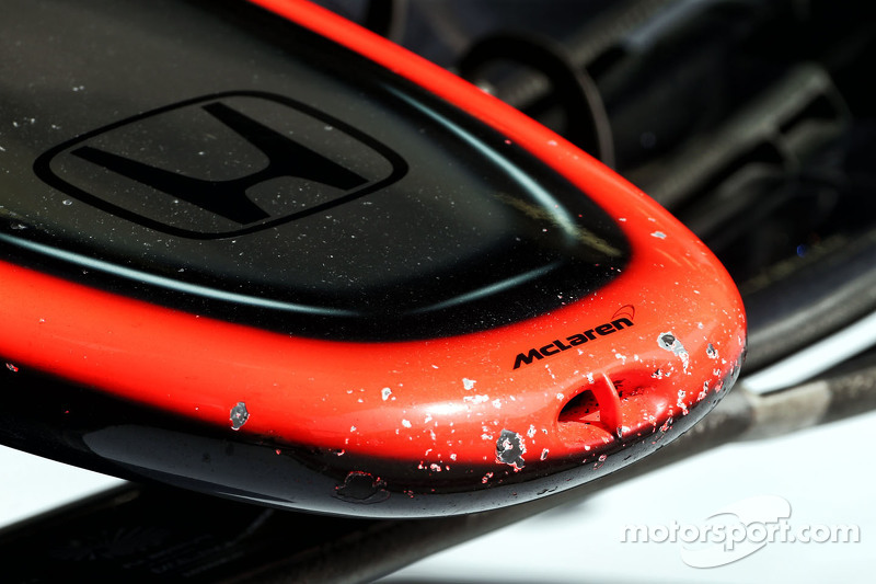 McLaren MP4-30 chipped paint di nosecone