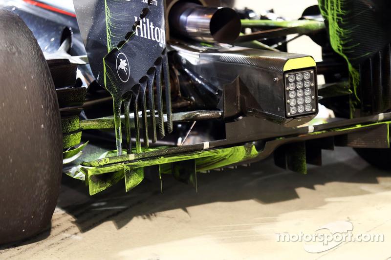 Аэродинамическая краска на заднем диффузоре McLaren MP4-30