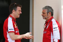 詹姆斯·埃里森, 法拉利 底盘技术总监,和马奥里奇·阿德里巴贝内, 法拉利车队领队
