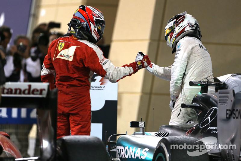 Kimi Räikkönen, Scuderia Ferrari, und Lewis Hamilton, Mercedes AMG F1 Team