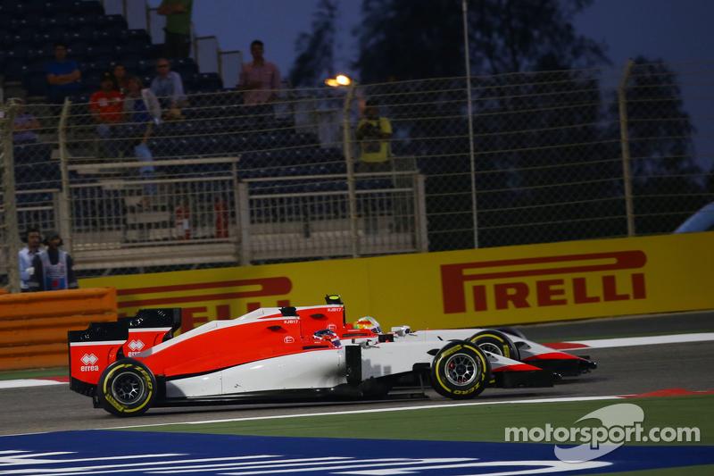 Will Stevens, Manor F1 Team, und Teamkollege Roberto Merhi, Manor F1 Team, im Zweikampf