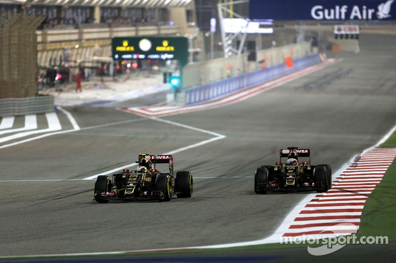 Pastor Maldonado, Lotus F1 Team, dan Romain Grosjean, Lotus F1 Team