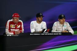 Posterior a la carrera de la FIA Conferencia de prensa Kimi Raikkonen, de Ferrari, segundo; Lewis Hamilton, Mercedes AMG F1, ganador de la carrera; Nico Rosberg, de Mercedes AMG F1, tercero