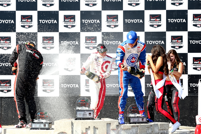 Podium: Race winner Scott Dixon, Chip Ganassi Racing Chevrolet, second place Helio Castroneves, Team Penske Chevrolet and third placed Juan Pablo Montoya, Team Penske Chevrolet