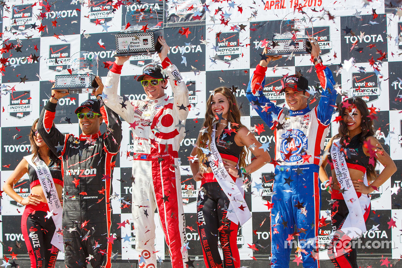 Podium: Race winner Scott Dixon, Chip Ganassi Racing Chevrolet, second placed Helio Castroneves, Team Penske Chevrolet and third placed Juan Pablo Montoya, Team Penske Chevrolet