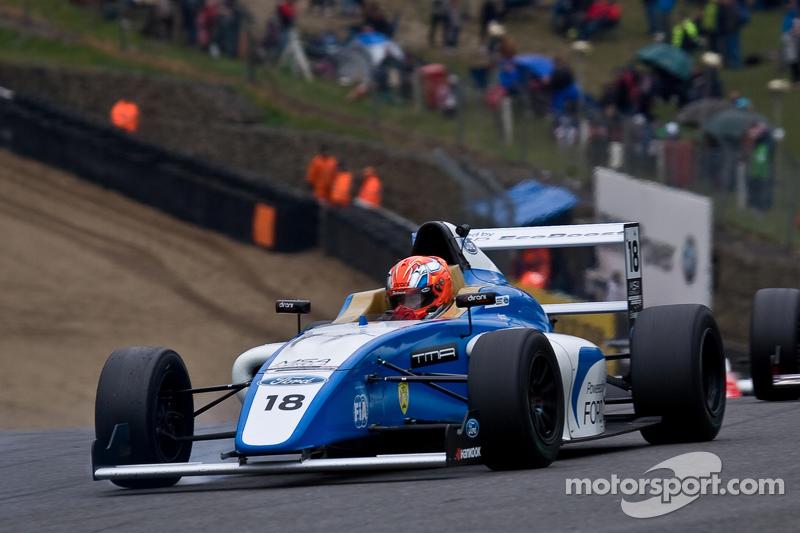 Em 2015, passou a competir na Europa, na F4 Inglesa. Venceu duas provas e terminou o campeonato em quinto.