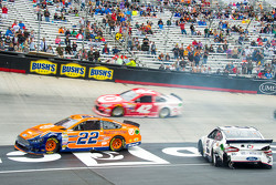 Joey Logano, Team Penske Ford and Brad Keselowski, Team Penske Ford crash