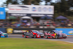 Jamie Whincup, Triple Eight比赛工程师,和Fabian Coulthard, Brad Jones Racing Holden