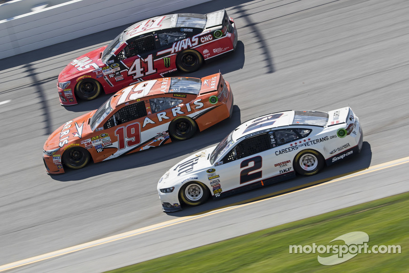 Kurt Busch, Stewart-Haas Racing Chevrolet and Carl Edwards, Joe Gibbs Racing Toyota and Brad Keselowski, Team Penske Ford