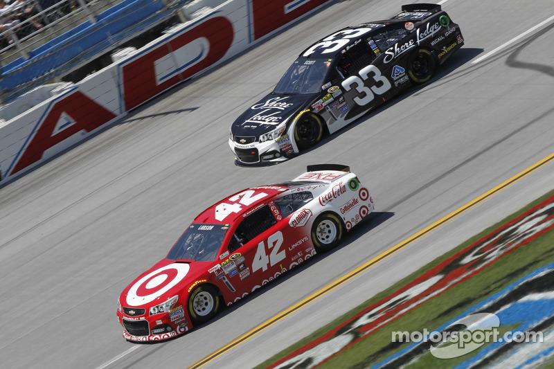 Kyle Larson, Ganassi Racing, Chevrolet, und Brian Scott, Richard Childress Racing, Chevrolet
