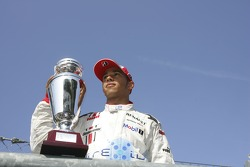 Campeón de la GP2 Series Lewis Hamilton celebra