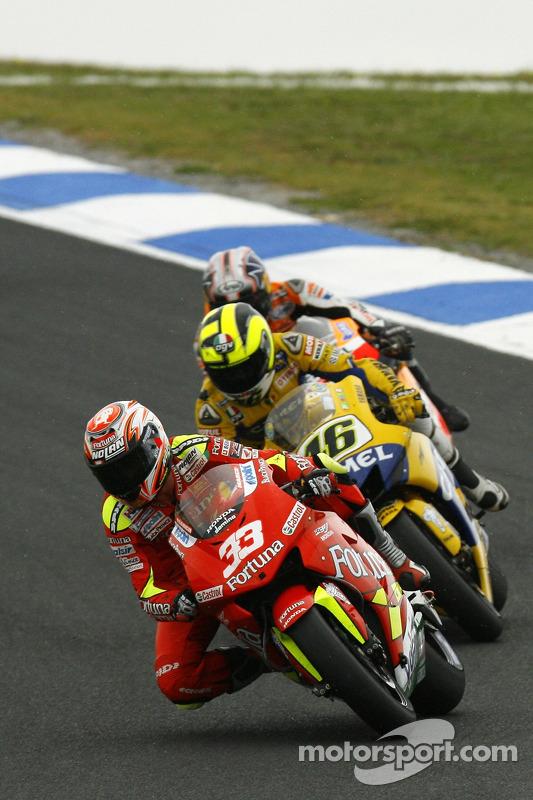Marco Melandri lidera a Valentino Rossi