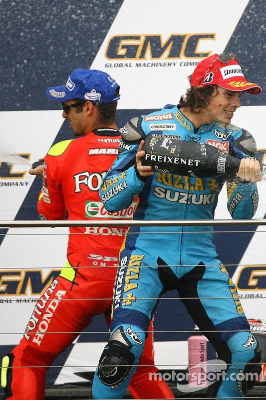 Podio: champán para Marco Melandri y Chris Vermeulen