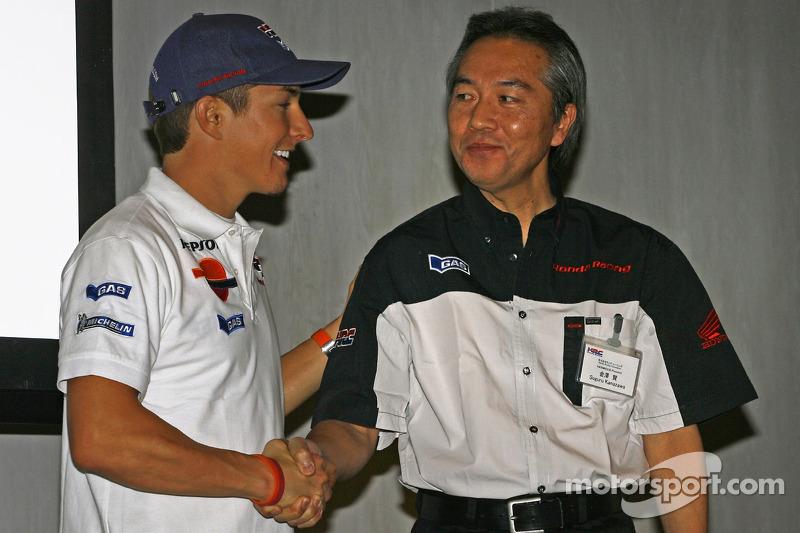 Nicky Hayden con Suguru Kanazawa