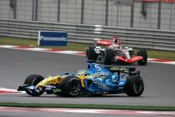 Giancarlo Fisichella leads Kimi Raikkonen