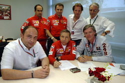 Agreement signature for a technical collaboration between Ferrari and Spyker MF1 Racing