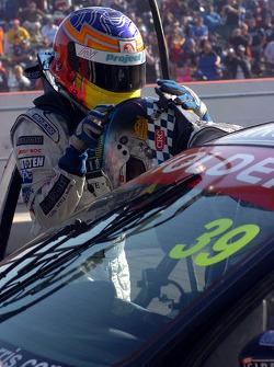Alan Gurr and Kane Scott driver change
