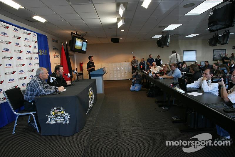 Conférence de presse de Robby Gordon Motorsports : Robby Gordon et Dan Davis annoncent que Robby Gordon Motorsports courra en Ford Fusions en 2007