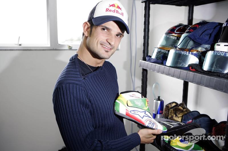 Vitantonio Liuzzi avec ses chaussures de course au design nouveau