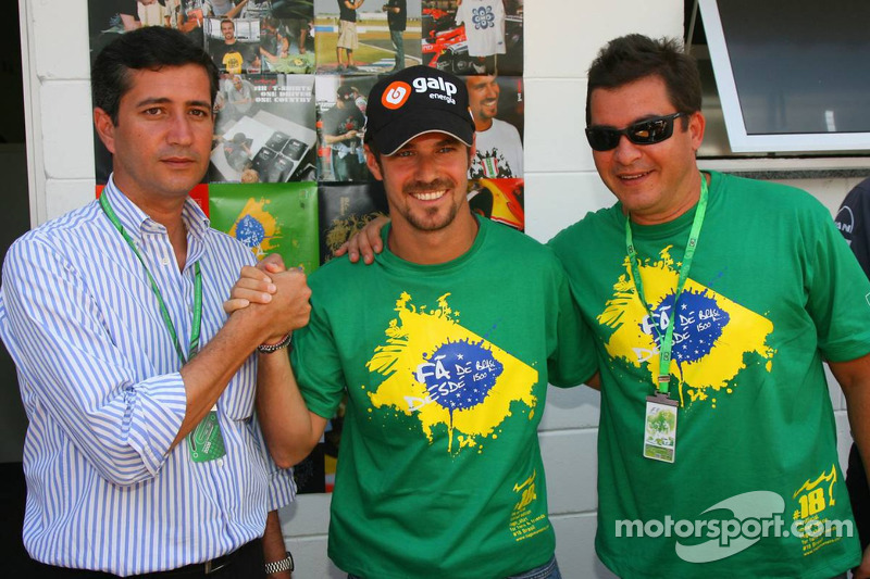 Tiago Monteiro et des amis