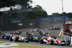 Start: Jarno Trulli and Fernando Alonso battle
