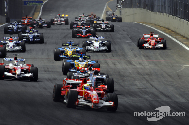 Start: Felipe Massa takes the lead in front of Kimi Raikkonen
