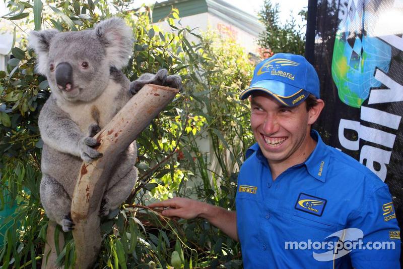 Chris Atkinson avec un koala