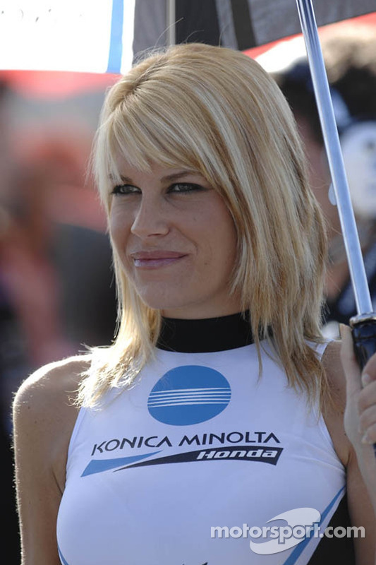 Konica Minolta Honda grid girl