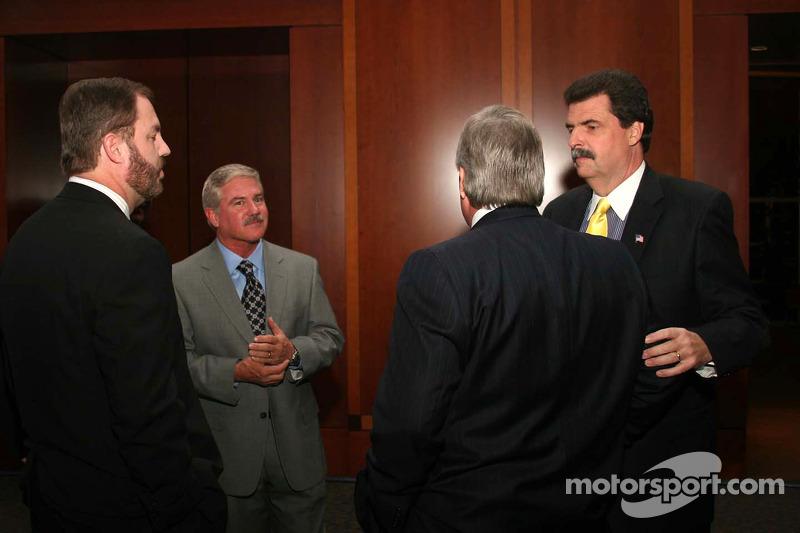 Terry Labonte et Mike Helton