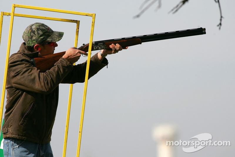 Beretta Celebrity Clay Shoot au Ranch Circle T à Fort Worth au Texas : Kurt Busch vise une cible en