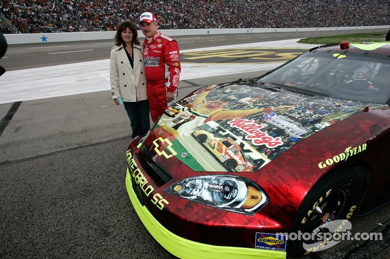 Terry Labonte et sa femme Kim prennent la pose