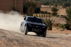 Team Repsol Mitsubishi Ralliart test in Morocco: Luc Alphand and Gilles Picard test the Mitsubishi Pajero / Montero Evolution MPR13