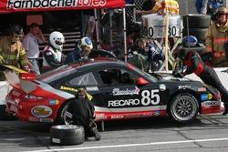 Pitstop for #85 Farnbacher Loles Motorsports Porsche GT3 Cup: Leh Keen, Pierre Ehret, Dirk Werner, Jorg Hardt