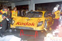 Oriol Servia awaits repairs to #77 Feeds The Need/ Doran Racing Ford Doran