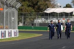 Alexander Wurz, Williams F1 Team, walks around the circuit