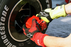 Changing a wheel at the pit stop