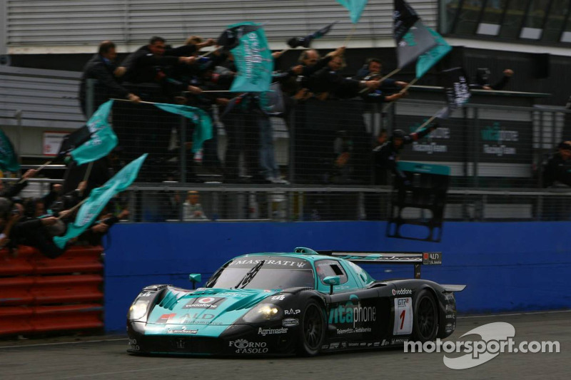 Victory celebration for #1 Vitaphone Racing Team Maserati MC 12 GT1: Mika Salo, Thomas Biagi