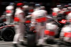 Fernando Alonso, McLaren Mercedes, MP4-22 pitstop