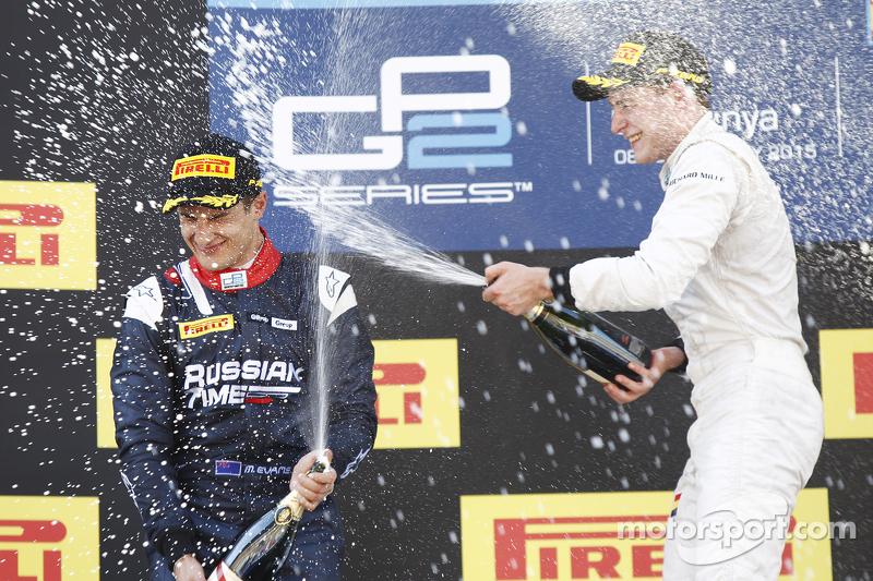 Stoffel Vandoorne, ART Grand Prix, feiert seinen Sieg auf dem Podium, mit Mitch Evans, RUSSIAN TIME, und Alexander Rossi, Racing Engineering