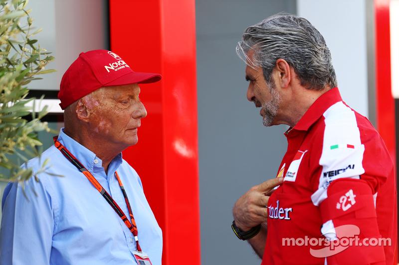 Niki Lauda, Aufsichtsratsvorsitzender Mercedes AMG F1, mit Maurizio Arrivabene, Ferrari-Teamchef