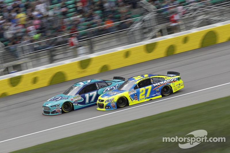 Ricky Stenhouse Jr., Roush Fenway Racing Ford and Paul Menard, Richard Childress Racing Chevrolet
