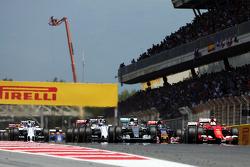 Старт: Нико Росберг, Mercedes AMG F1 W06 лидирует