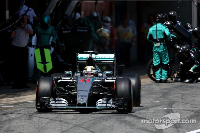 Lewis Hamilton, Mercedes AMG F1 Team, beim Boxenstopp