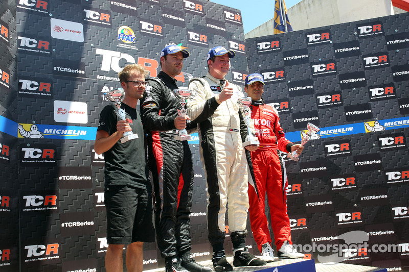 1. Michel Nykjaer, SEAT Leon, Target Competition, 2. Kevin Gleason, Honda Civic TCR, West Coast Raci
